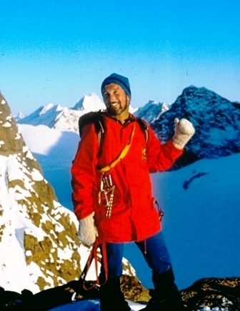 Gianni_Pais_Becher_in_Groenlandia_nel_1984_sulla_cima_Tasiilaqweb