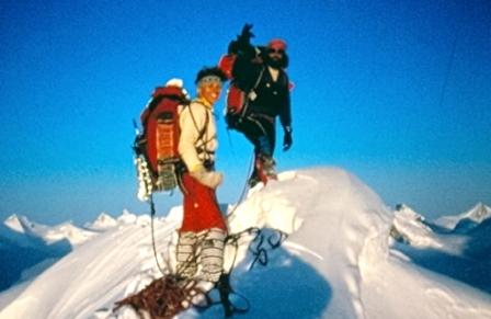 Mauro_Corona_e_Cristina_Smiderle_in_Groenlandia_a_Mezzanotte_su_una_cima_inviolataridotta